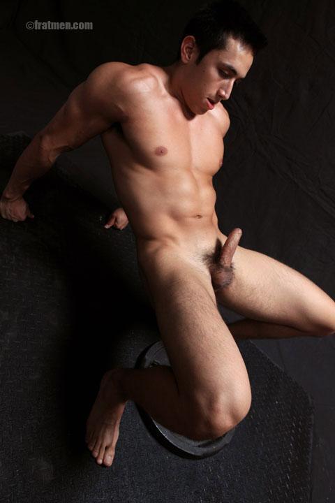 FratmenTV model Eddie shwoing cock