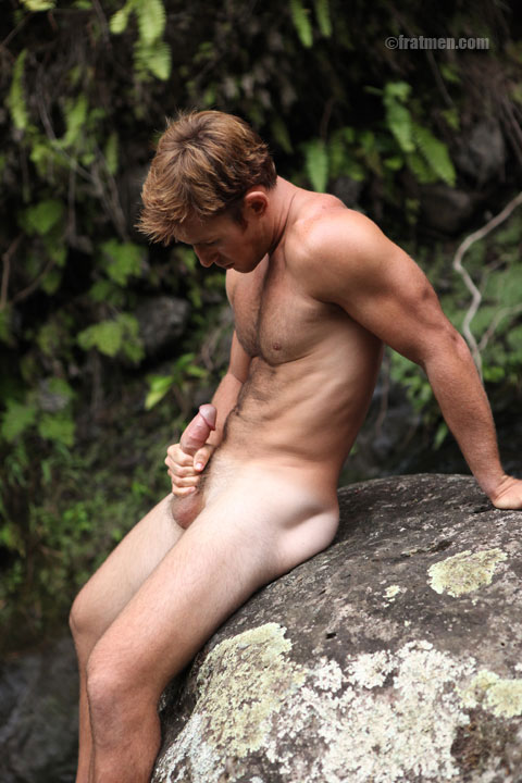 Jerk off outdoors good idea
