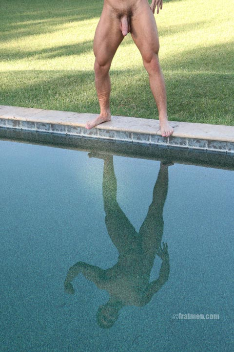 muscle man nude in the pool