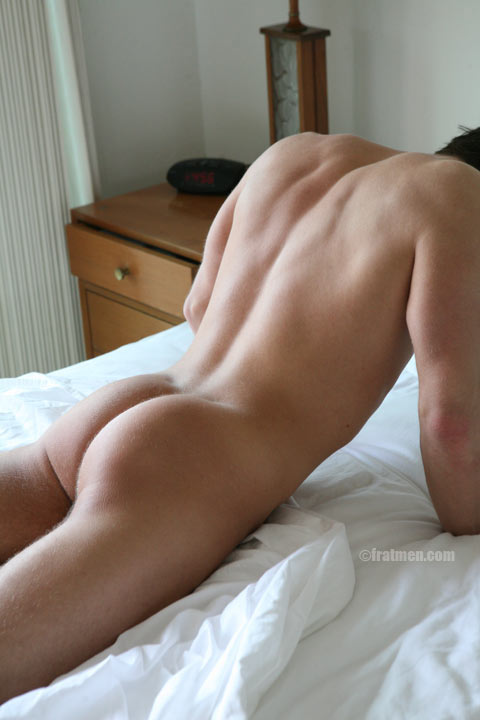 muscle guy fucking bed