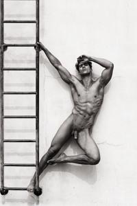 nude muscle man