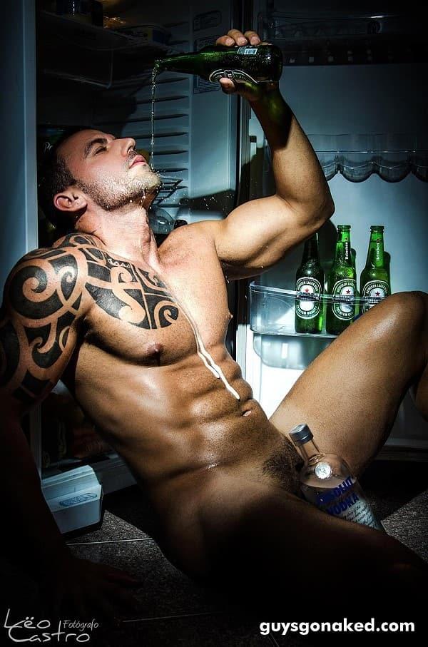 Stunning muscle man nude