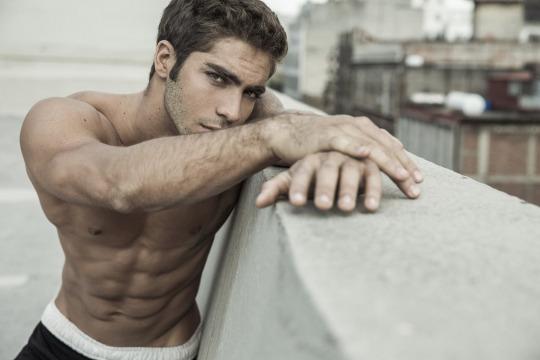 sexy Pedro Arnon